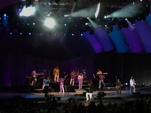 koolandthegang closing out tonights memorable show at the hollywoodbowl koolandtheganghellip