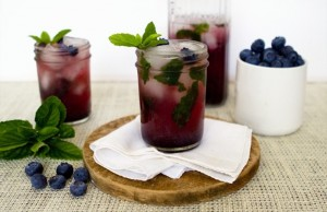 Your blueberry lemon mojitos could like as yummy as these. (www.minibaker.com)