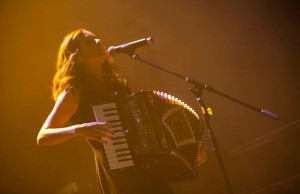 Los Angeles-born Julieta Venegas, pictured here in an archived photo, performed Wednesday night at the House of Blues Sunset in West Hollywood. (Julieta Venegas Oficial)
