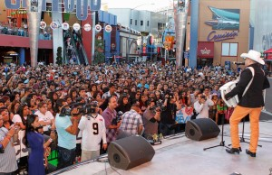 Descarga is a free Latin music summer concert series in Los Angeles and Las Vegas. (DDPixels/Telemundo)