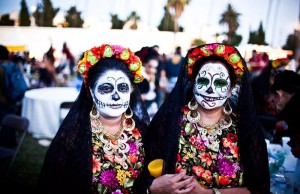 People love to celebrate Day of the Dead in Los Angeles. (radicalhomemakers.tumblr.com)