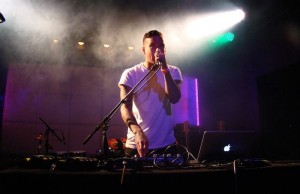 Mystery Skulls is a Los Angeles based electronic-soul DJ, producer and artist.