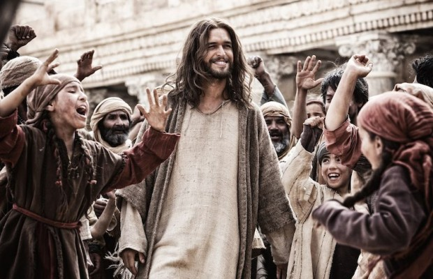Portuguese actor Diogo Morgado stars as Jesus in Son of God, but Eduardo Verastegui voices Jesus in the Spanish language film. (Twentieth Century Fox)