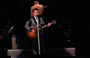 Chris Isaak serenaded the Hollywood Bowl on Friday evening. (Marvin Vasquez/Living Out Loud LA)