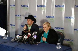 El Dasa (left) and Paquita La Del Barrio during a press conference in Los Angeles. (Courtesy of Dario Molina/The 3 Collective)
