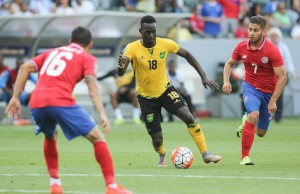 Jamaica's Simon Dawkins (center) faces Costa Rica's Christian Gamboa and Elias Aguilar at StubHub Center. (Rafael Orellana/LOL-LA)