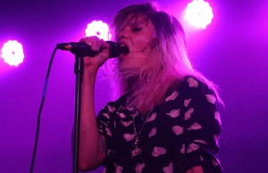 Alison Mosshart bounced and jerked around the Glass House stage like a woman possessed. (Evan Solano/LOL-LA)