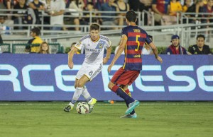 The Galaxy's Steven Gerrard faces Barcelona's Sergio Busquets July 21 at the Rose Bowl. (Rafael Orellana/LOL-LA)