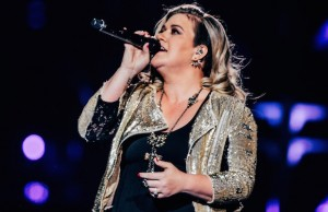 Kelly Clarkson performed new songs from Piece by Piece as well as older hits during her Aug. 19 show. (Zavia Ahmed / LOL-LA)