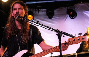 Eliot Sumner captivated the Echo Sept. 1 with catchy, anthemic songs. (Evan Solano/LOL-LA)