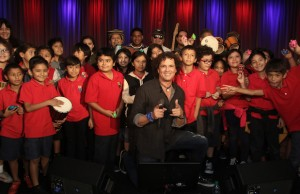 Singer Carlos Vives and fourth graders from Para Los Niños make music at the Grammy Museum. (Jc Olivera)