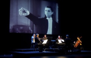 Philip Glass performing his score for Dracula with Kronos Quartet, conducted by Michael Riesman (Didier Dorval)