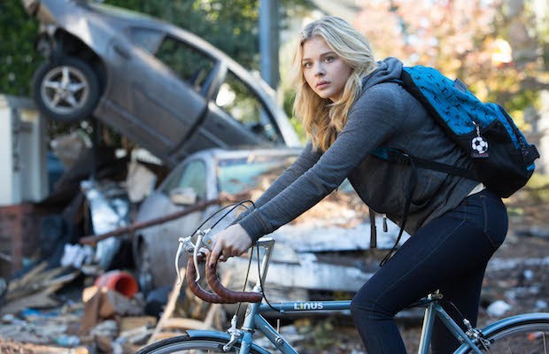 Chloë Grace Moritz as Cassie Sullivan in The 5th Wave (Chuck Zlotnick/Columbia Pictures)