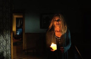 Sophie (Maria Bello) in Lights Out