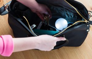 SOI sensor bag light allows you to find items in your purse right away.