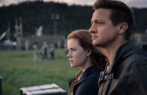 Amy Adams as Louise Banks and Jeremy Renner as Ian Donnelly in Arrival (Jan Thijs/Paramount Pictures)