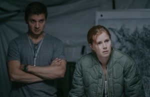 Ian Donnelly (Jeremy Renner) and Louise Banks (Amy Adams) in Arrival (Jan Thijs/Paramount Pictures)