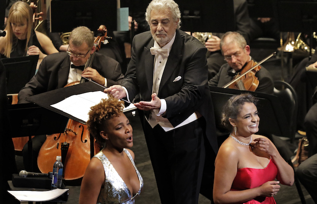 Lauren Michelle and Summer Hassan, conducted by Plácido Domingo (Lawrence K. Ho)