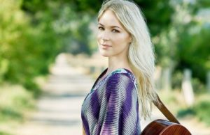 Singer / songwriter Jewel (Courtesy Photo)